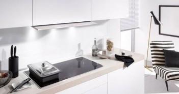 Mit Warmhalte- und Power-Funktion. Die zwei flexiblen Kochzonen rechts und links können jeweils zu einer großen rechteckigen Fläche gekoppelt werden.