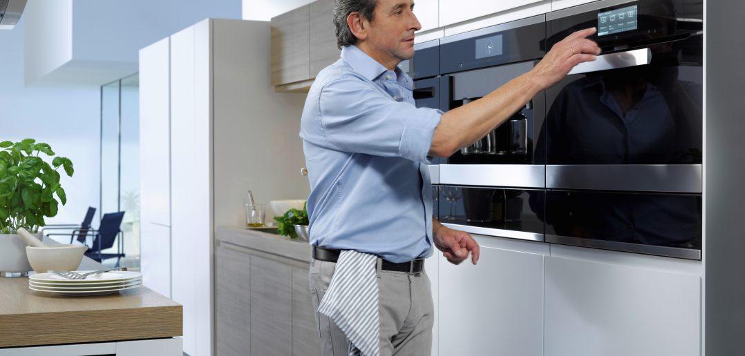 In der modernen Küche wird das Zubereiten von Speisen auch Männern leicht gemacht.
