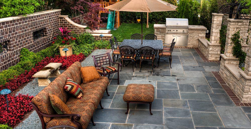 terrasse mit betonsteinpflaster ratgeber haus garten. Black Bedroom Furniture Sets. Home Design Ideas